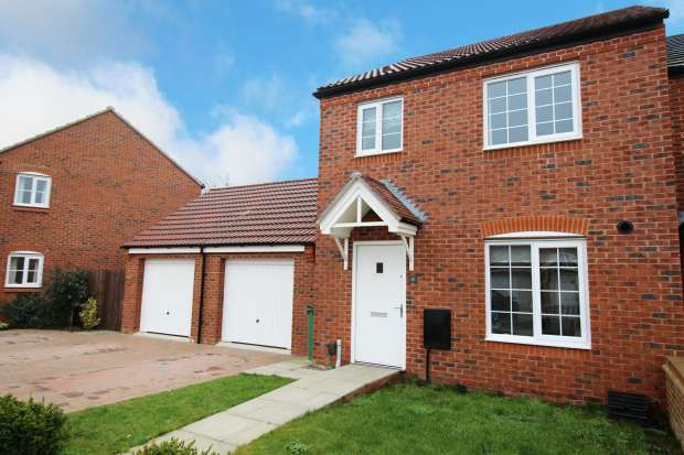 3 Bedrooms Semi Detached House for sale in Lockhart Close, Leicester, Leicestershire, LE3 3SF