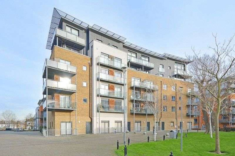 1 Bedroom Flat for sale in Catalpa Court, Hither Green, SE13