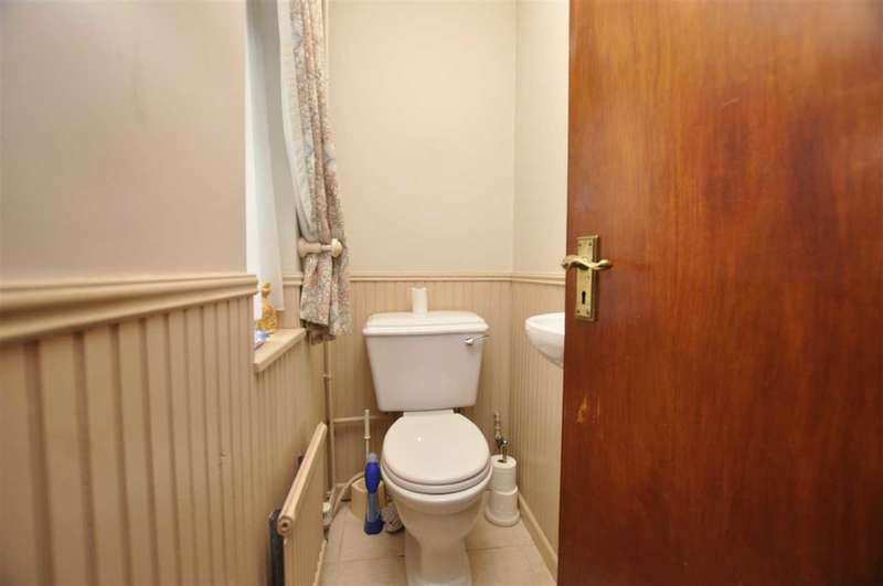 3 Bedrooms Semi Detached House for sale in Beehive Lane, Great Baddow