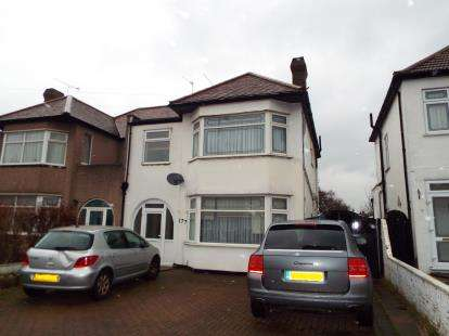 4 Bedrooms Semi Detached House for sale in Clayhall, Ilford, Essex