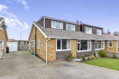 3 Bedrooms Bungalow for sale in Angrove Close, Great Ayton, North Yorkshire, United Kingdom