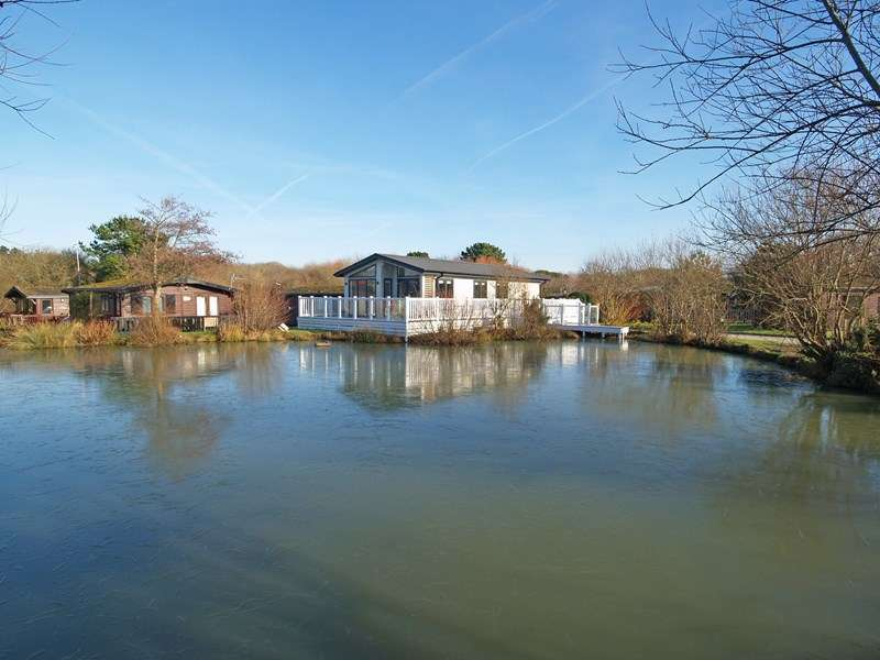 2 Bedrooms Lodge Character Property for sale in Shorefield Road, Milford-On-Sea, Lymington