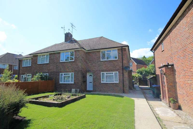 2 Bedrooms Maisonette Flat for sale in Southwick Close, East Grinstead