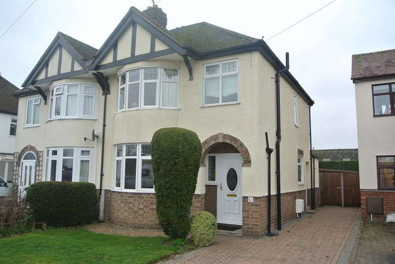 3 Bedrooms Semi Detached House for sale in Cheltenham Road, Evesham