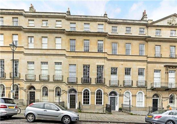 2 Bedrooms Flat for sale in Sydney Place, BATH