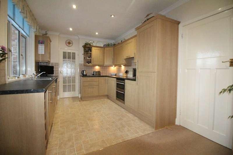 3 Bedrooms Detached House for sale in Seven Acres Road, Preston, Weymouth, Dorset, DT3 6DG