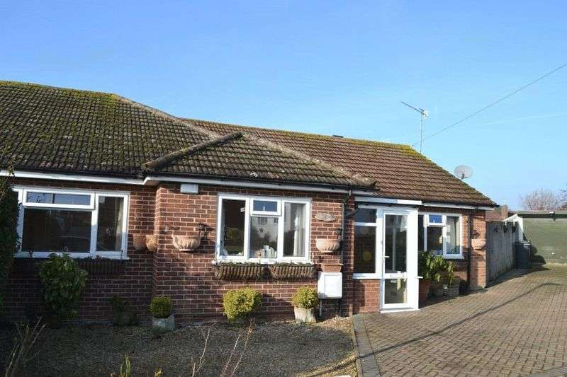 3 Bedrooms Semi Detached Bungalow for sale in Cherry Grove, Tonbridge