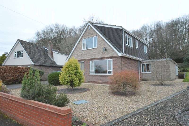 4 Bedrooms Property for sale in West End Avenue, Old Costessey, Norwich