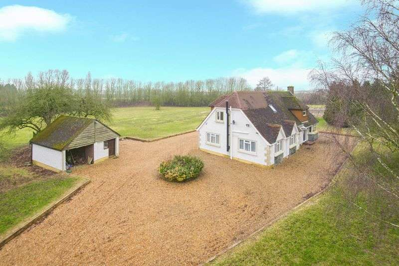 5 Bedrooms Detached House for sale in Equestrian Property, Leighton Road, Stanbridge