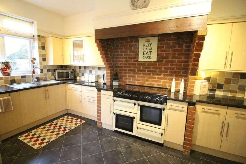 4 Bedrooms Detached House for sale in Durley Avenue, Waterlooville