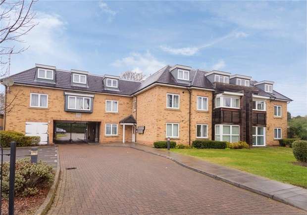 1 Bedroom Flat for sale in Flat 14, Chestlands Court, 18 Hercies Road, Hillingdon, Middlesex
