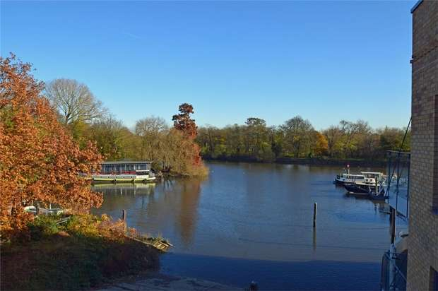 2 Bedrooms Flat for sale in St Margarets Waterside, Railshead Road, St Margarets, Twickenham