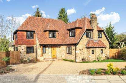 4 Bedrooms Detached House for sale in The Meadway, Chelsfield Park
