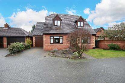 3 Bedrooms Detached House for sale in The Gardens, Bessacarr, Doncaster