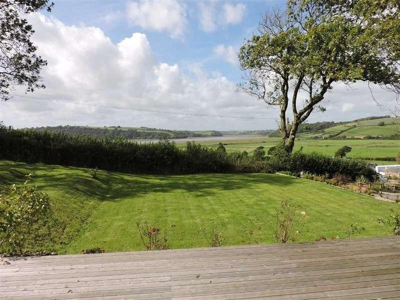 5 Bedrooms Property for sale in Llansteffan