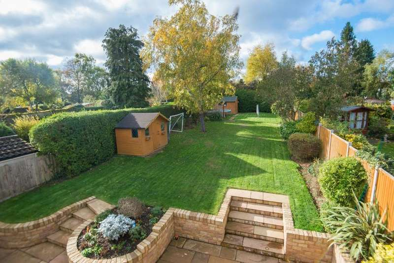 5 Bedrooms Detached House for sale in Fordwich Rise, Hertford, SG14 2BE