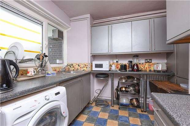 3 Bedrooms Flat for sale in Styles Gardens, LONDON, SW9