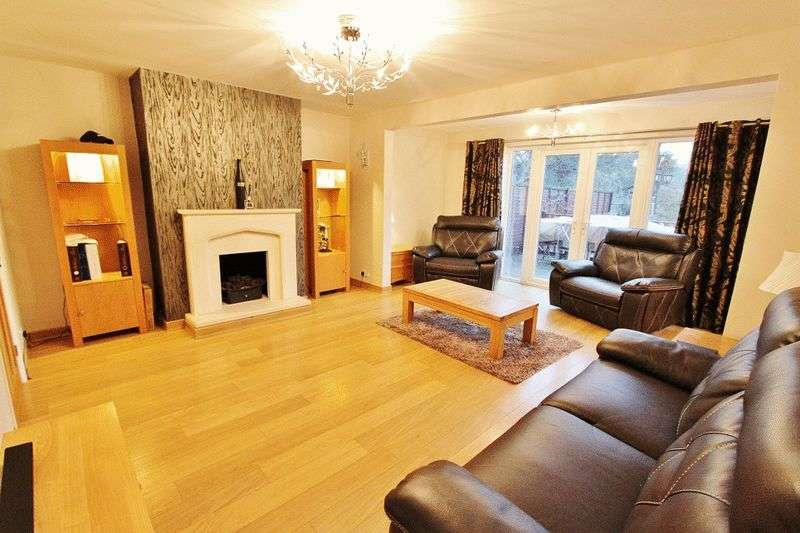 4 Bedrooms Semi Detached Bungalow for sale in Chase Cross Road, Romford, RM5
