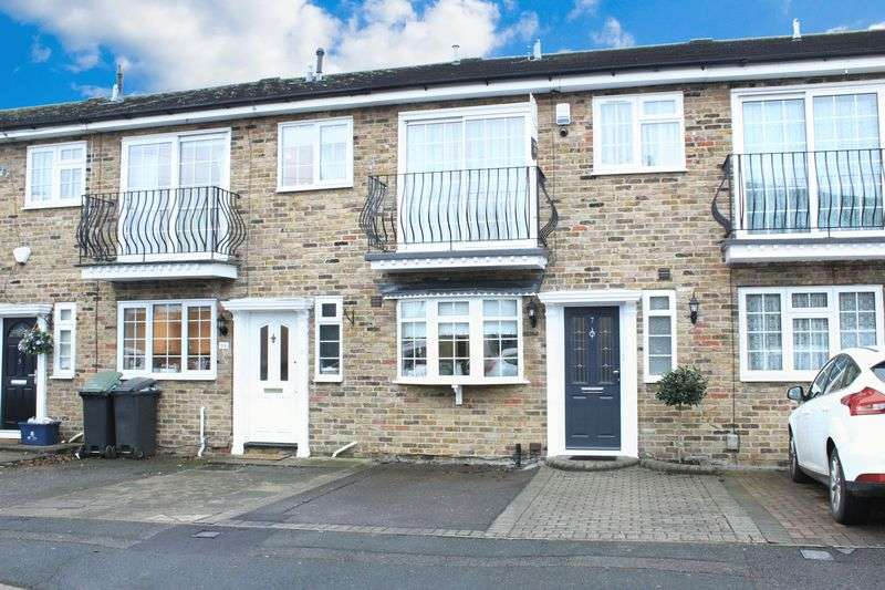 3 Bedrooms Terraced House for sale in Faversham Close, Chigwell