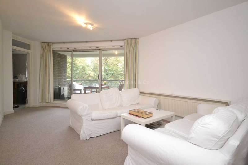 3 Bedrooms Apartment Flat for sale in Oakley Square, Mornington Crescent, NW1