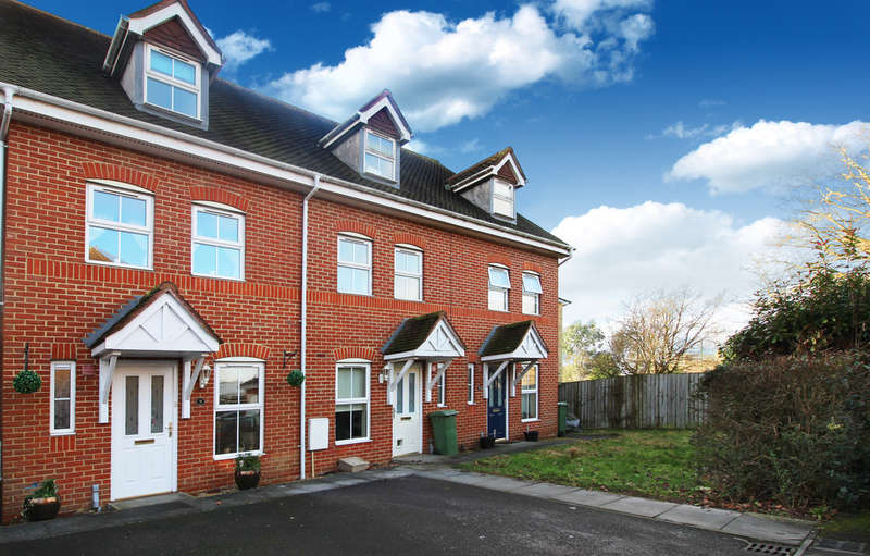 3 Bedrooms Town House for sale in Mulberry Gardens, Old Guildford Road
