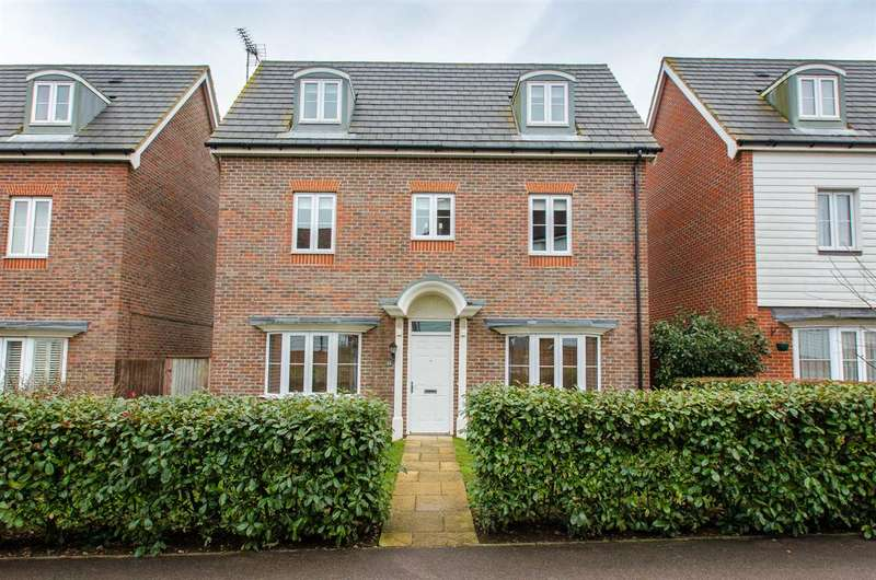 4 Bedrooms Detached House for sale in Rose Walk, Sittingbourne