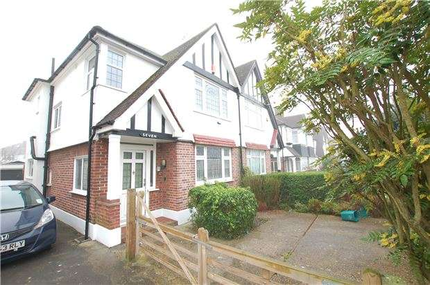 3 Bedrooms Semi Detached House for sale in Kinross Close, Kenton, HARROW, Middlesex, HA3 0UE