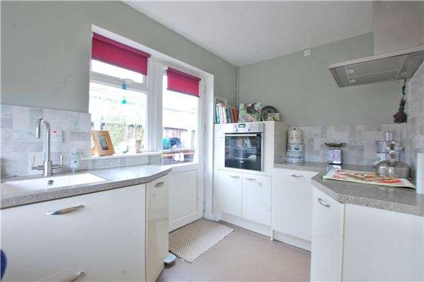 2 Bedrooms Detached Bungalow for sale in Vineyards Close, GL53 8NH