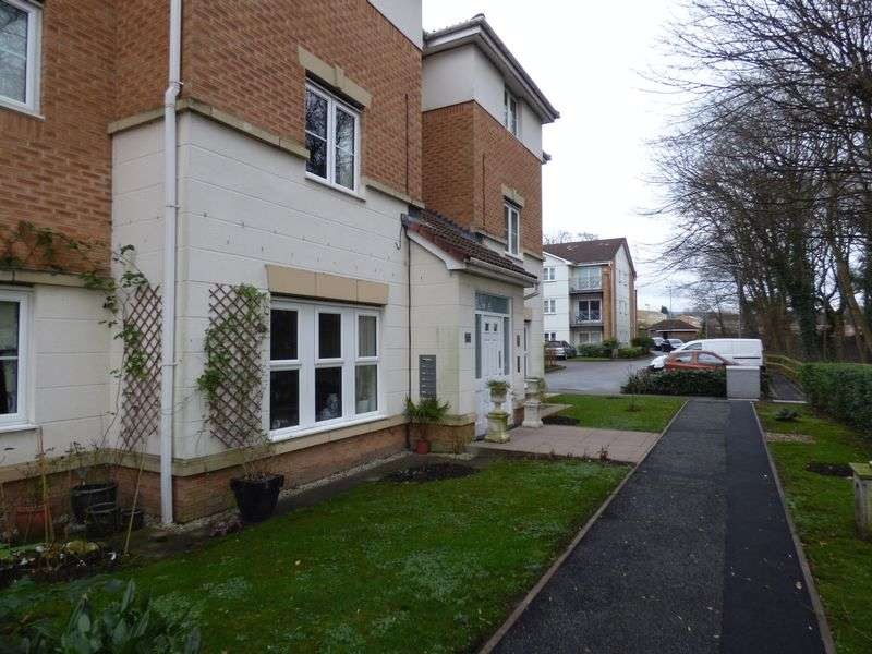 2 Bedrooms Flat for sale in Christy Close, Hyde