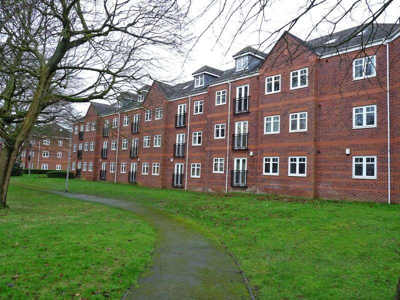 3 Bedrooms Flat for sale in Brackenhurst Drive, Moortown. Leeds LS17 6WE 3 Double Bedroom Duplex Apartment