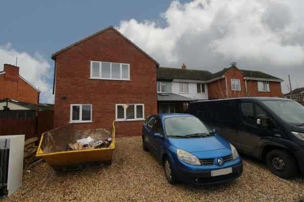 5 Bedrooms Semi Detached House for sale in Church Road, Evesham, Worcestershire, WR11 2NE