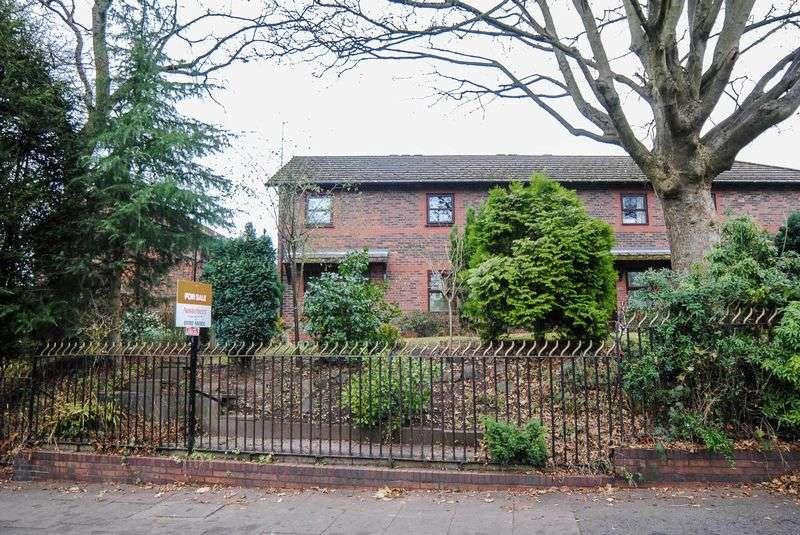 1 Bedroom Flat for sale in Rogerstone Avenue, Penkhull, Stoke-On-Trent, ST4 5JP