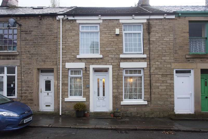 4 Bedrooms Terraced House for sale in Hadfield Place, Glossop, Derbyshire, SK13