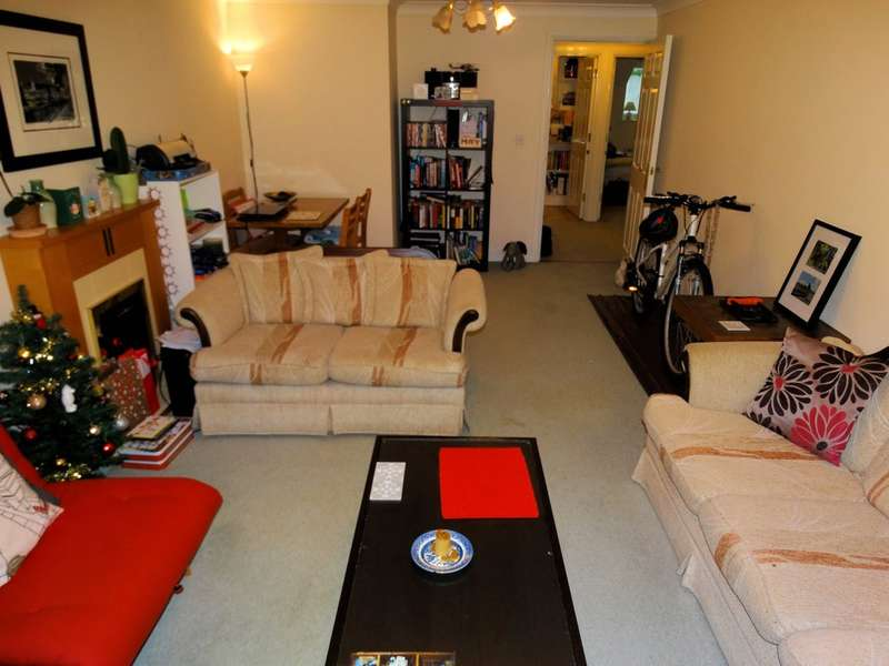 2 Bedrooms Flat for sale in Yew Tree Lane, Solihull