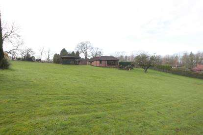4 Bedrooms Bungalow for sale in Sandy Lane, Macclesfield, Cheshire