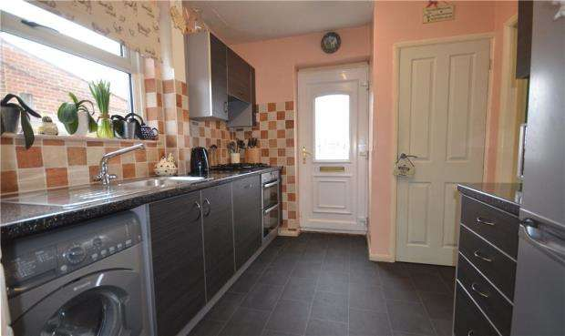 3 Bedrooms Semi Detached House for sale in Star Post Road, Camberley, Surrey