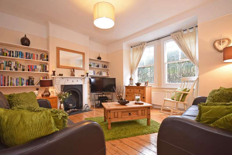 2 Bedrooms Ground Maisonette Flat for sale in Franciscan Road, Tooting Bec