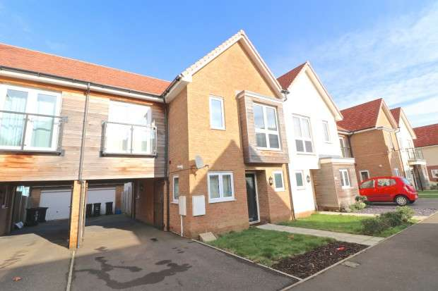 3 Bedrooms Semi Detached House for sale in Sunflower Lane, Polegate, BN26