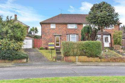 3 Bedrooms Semi Detached House for sale in Tillingbourne Green, Orpington