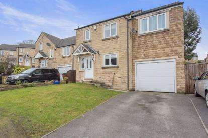 4 Bedrooms Detached House for sale in Field Close, Halifax, West Yorkshire, Yorkshire