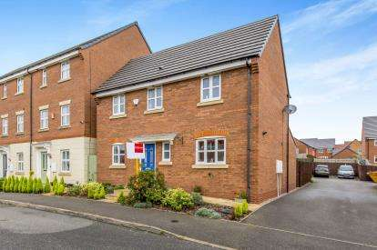 4 Bedrooms Detached House for sale in Peacock Walk, Wolstanton, Newcastle, Staffordshire