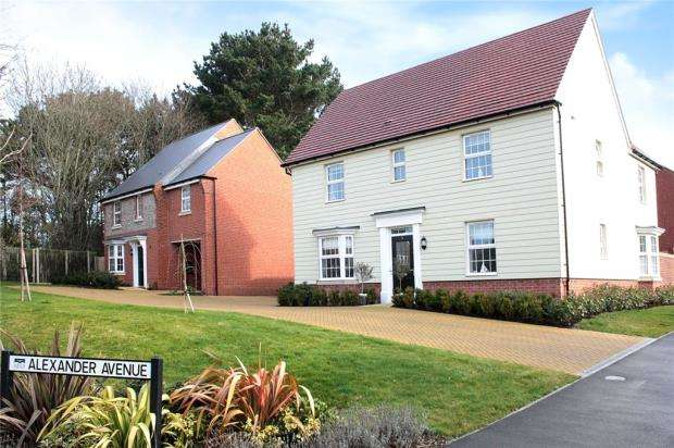 4 Bedrooms Detached House for sale in Alexander Avenue, Swanbourne Park, Angmering, West Sussex, BN16