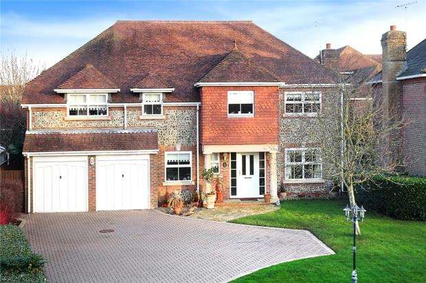 5 Bedrooms Detached House for sale in Manor Gardens, Rustington, West Sussex, BN16