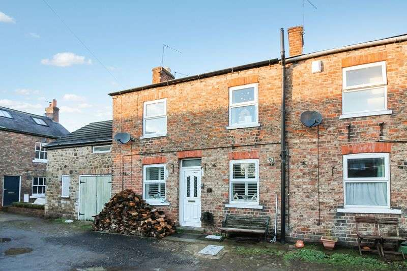 2 Bedrooms Terraced House for sale in Park Square, Ripon