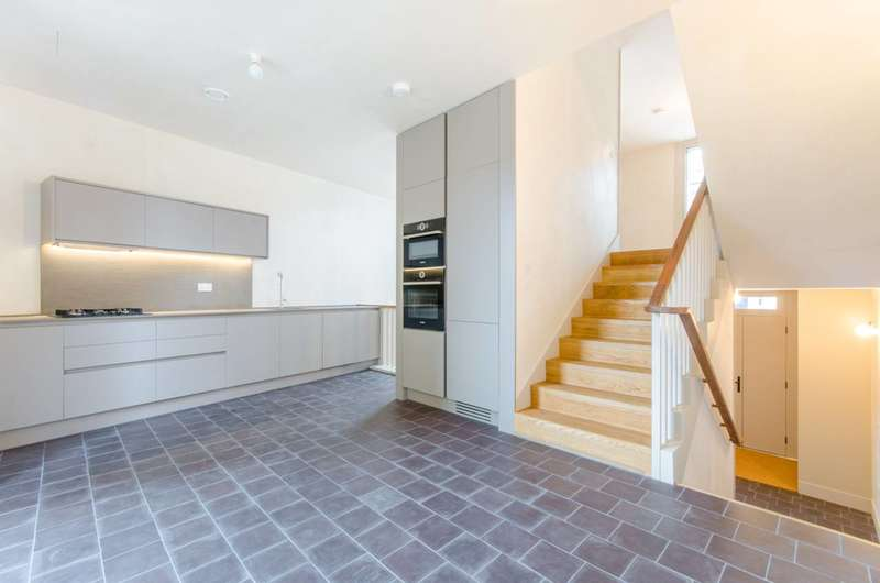 4 Bedrooms House for sale in Shepherdess Walk, Islington, N1