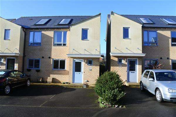 2 Bedrooms Semi Detached House for sale in Coles Crescent, Shaftesbury