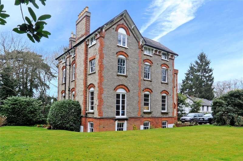 3 Bedrooms Flat for sale in Portsmouth Road, Esher, Surrey, KT10