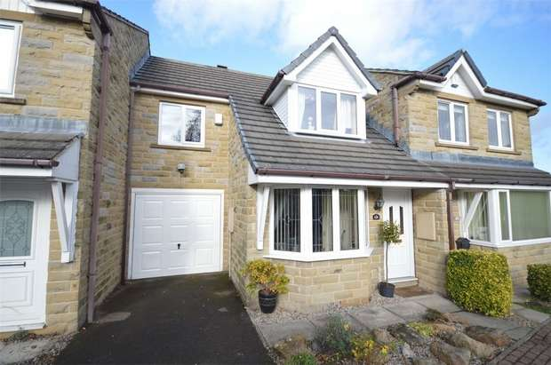 3 Bedrooms Town House for sale in Hawthorne Way, Shelley, HUDDERSFIELD, West Yorkshire