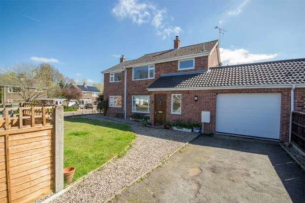 4 Bedrooms Detached House for sale in 8 Wensum Drive, North Elmham
