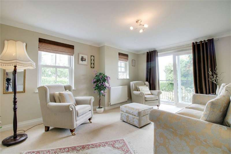 2 Bedrooms Flat for sale in Yannon Drive, TEIGNMOUTH, Devon